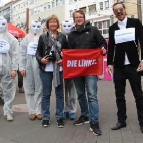 Infostand und Straßentheater in Karlsruhe – Versteigerung von Leiharbeiter*innen.