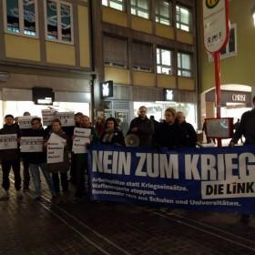 Friedensmahnwache: DIE LINKE ist aktiv für Frieden und gegen Waffenlieferungen.