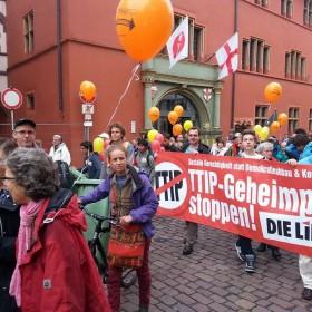 Demo gegen TTIP & CETA in Freiburg: Ja zu einem gerechten und fairen Welthandel.